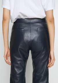 Coach - PANT - Leather trousers - navy - 4