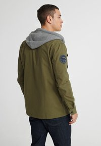 Superdry - UTILITY  - Summer jacket - army green - 2