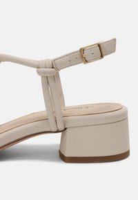 s.Oliver - Sandals - cream - 5
