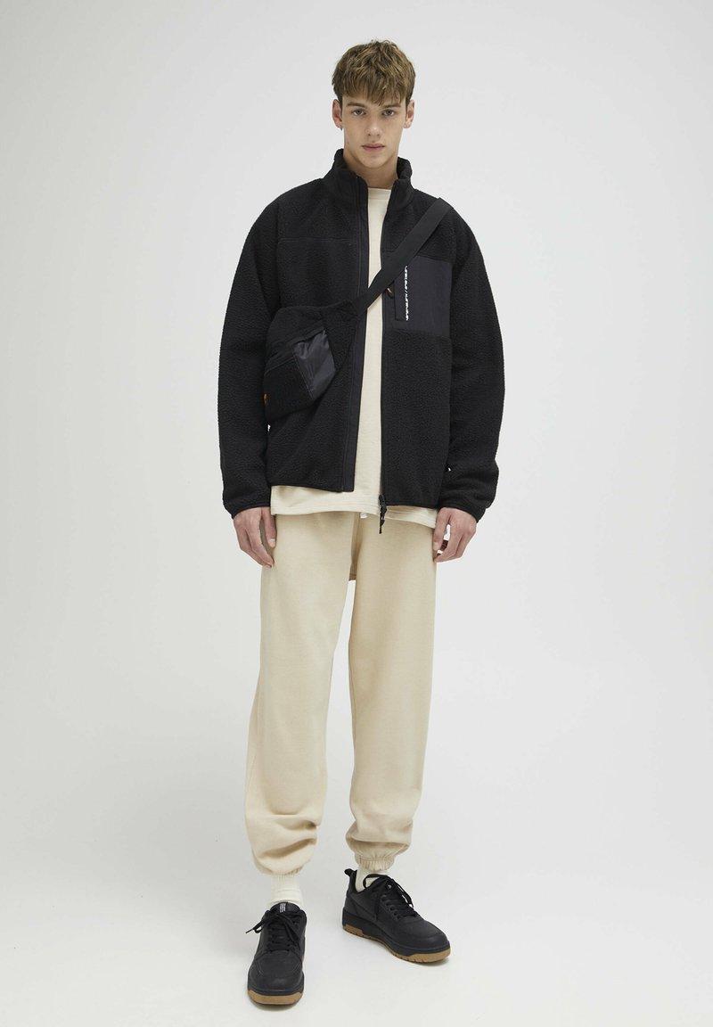PULL&BEAR - Light jacket - black