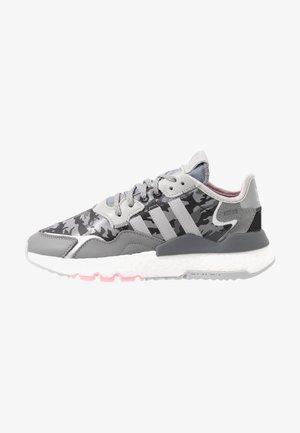 NITE JOGGER  - Sneakers laag - true pink/grey two/grey five