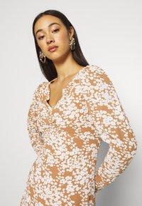 Fashion Union - Denní šaty - multi - 3