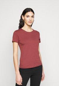 ONLY Tall - ONLPURE LIFE O NECK 2 PACK - Basic T-shirt - grape leaf/apple butter - 3