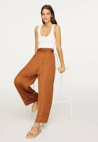 OYSHO - Pantalon classique - brown - 3