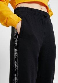 Hollister Co. - Teplákové kalhoty - black - 5