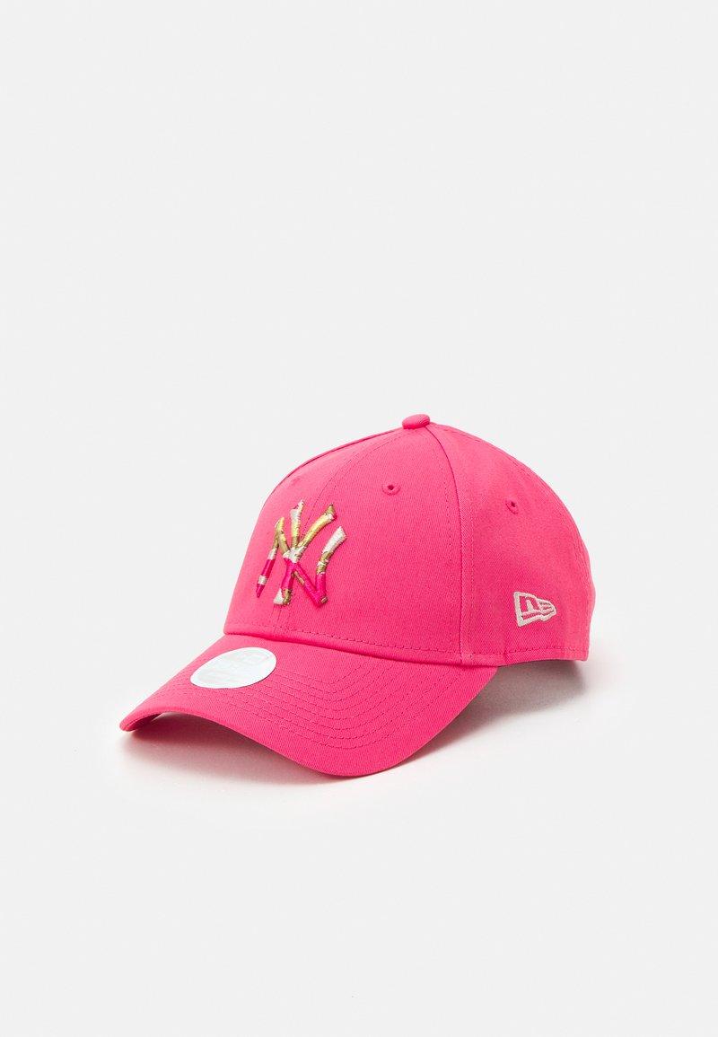 New Era - FEMALE CAMO INFILL 9FORTY - Czapka z daszkiem - pink