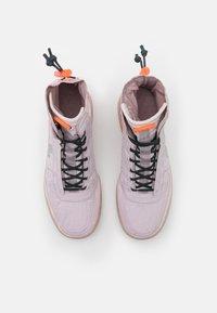 Nike Sportswear - AIR FORCE 1 - Zapatillas altas - platinum violet/metallic silver/hyper crimson/seaweed - 5