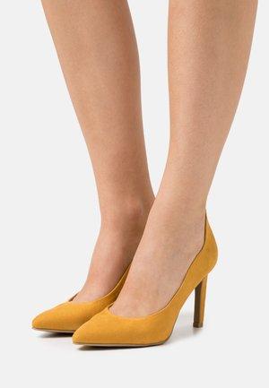 COURT SHOE - Lodičky na vysokém podpatku - saffron