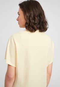 s.Oliver - Basic T-shirt - light yellow - 3