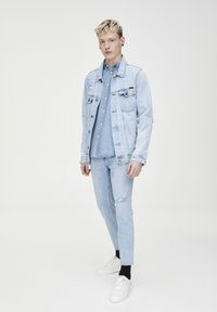 PULL&BEAR - Jeans Tapered Fit - light blue - 1
