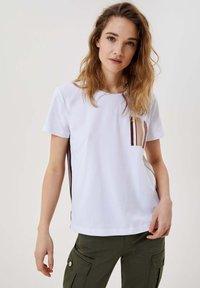 LIU JO - Print T-shirt - white - 0