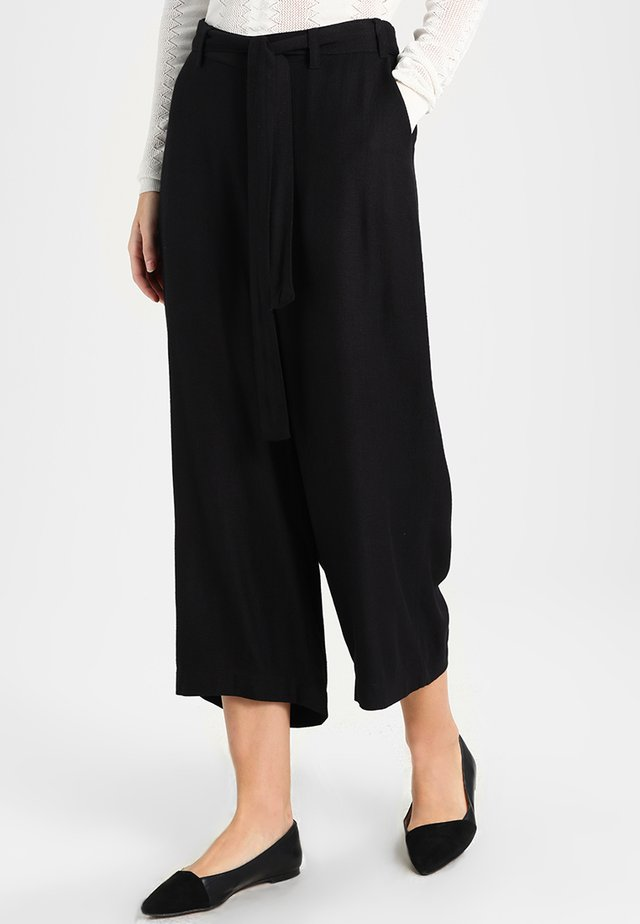 NOUR LINE CROPPED PANTS - Trousers - black deep