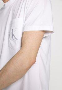 Calvin Klein Jeans - TONAL POCKET MONOGRAM TEE - Print T-shirt - bright white - 5