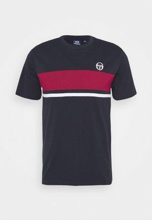 FELUGA - Print T-shirt - navy/applered