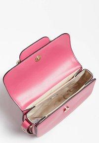 Guess - HENSELY - Handbag - fuchsia - 3