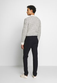 J.CREW - J.CREW STRETCH BRUSHED BROKEN TWILL - Chinot - navy grey donegal - 2