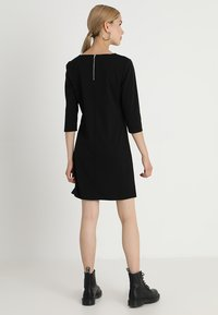ONLY - ONLBRILLIANT DRESS  - Robe en jersey - black - 2