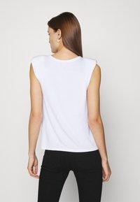Dorothy Perkins - PADDED SHOULDER TEE - Basic T-shirt - white - 2
