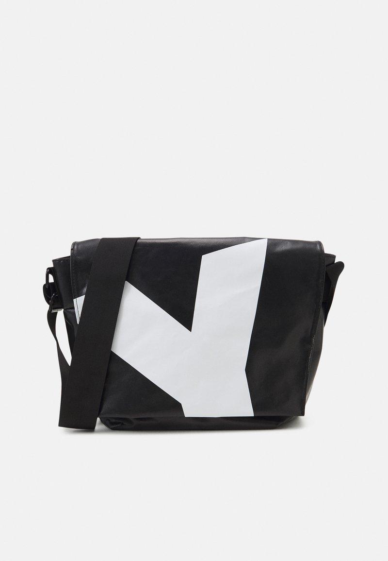 SURI FREY - JESSEY PLANE - Across body bag - black