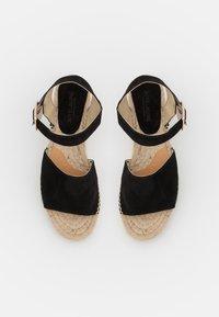 JUTELAUNE - PLATFORM  - Platform sandals - black - 5