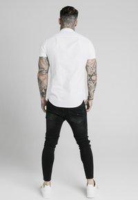 SIKSILK - STANDARD COLLAR SHIRT - Shirt - white - 2