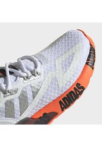 adidas Originals - ZX 2K UNISEX - Matalavartiset tennarit - ftwr white/silver met./core black - 6