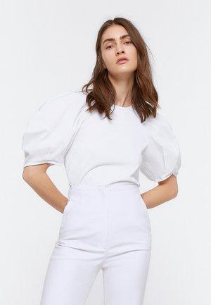 SHIRT MIT BALLONÄRMELN 01065350 - T-shirt z nadrukiem - white