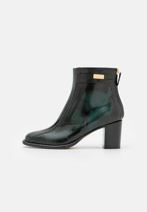 BOOT - Støvletter - green