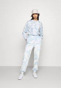 Even&Odd - SWEAT & JOGGER TIE DYE SET - Sweatshirt - blue - 1