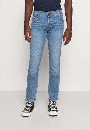 LARSTON - Slim fit -farkut - light blue denim