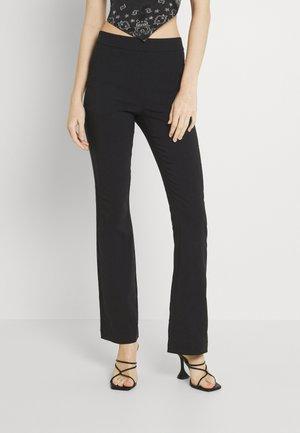 VMKAMMAKOMET FLARED PANT - Flared Jeans - black