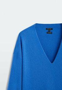 Massimo Dutti - MIT V-AUSSCHNITT - Stickad tröja - blue - 2