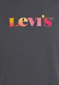 Levi's® - RELAXED FIT TEE - T-shirt z nadrukiem - blacks - 7