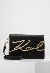 KARL LAGERFELD - SIGNATURE SHOULDERBAG - Across body bag - black/gold - 0