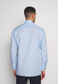 OLYMP - OLYMP LUXOR MODERN FIT - Formal shirt - azur - 2