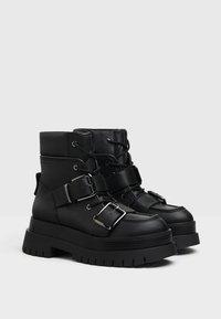 Bershka - Kotníkové boty na platformě - black - 4