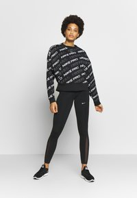 Nike Performance - CREW  - Sweatshirt - black/metallic silver - 1