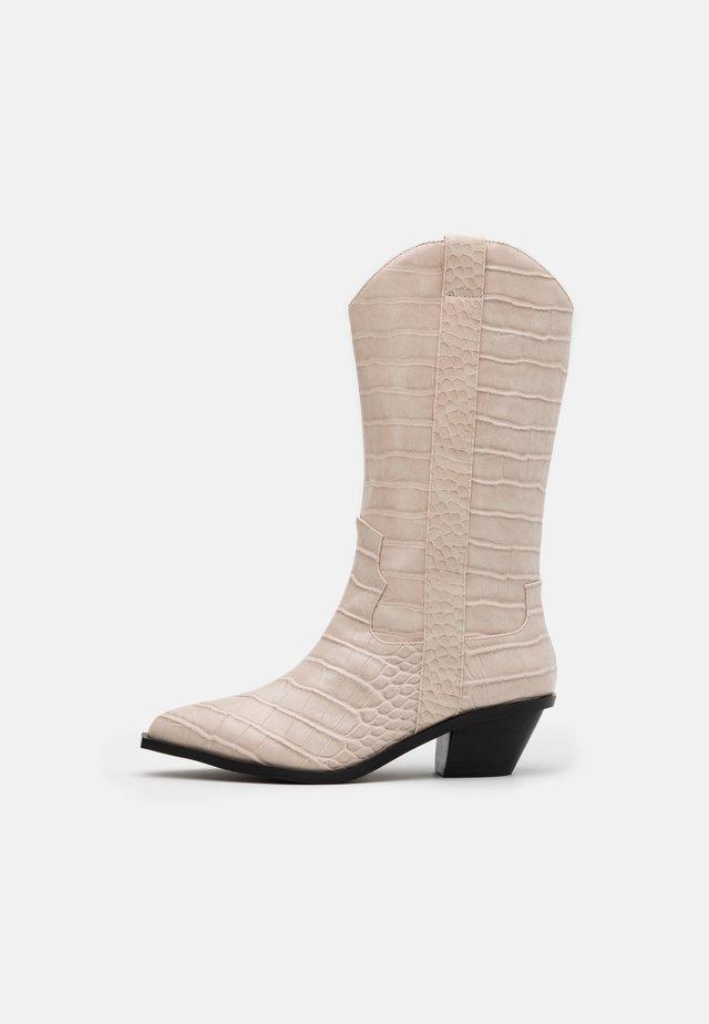 STRAIGHT  - Cowboy/Biker boots - white