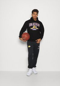 Mitchell & Ness - NBA LA LAKERS ARCH LOGO HOODY - Squadra - black - 1