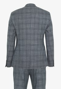 Isaac Dewhirst - BLUE CHECK 3PCS SUIT SUIT - Suit - blue - 1