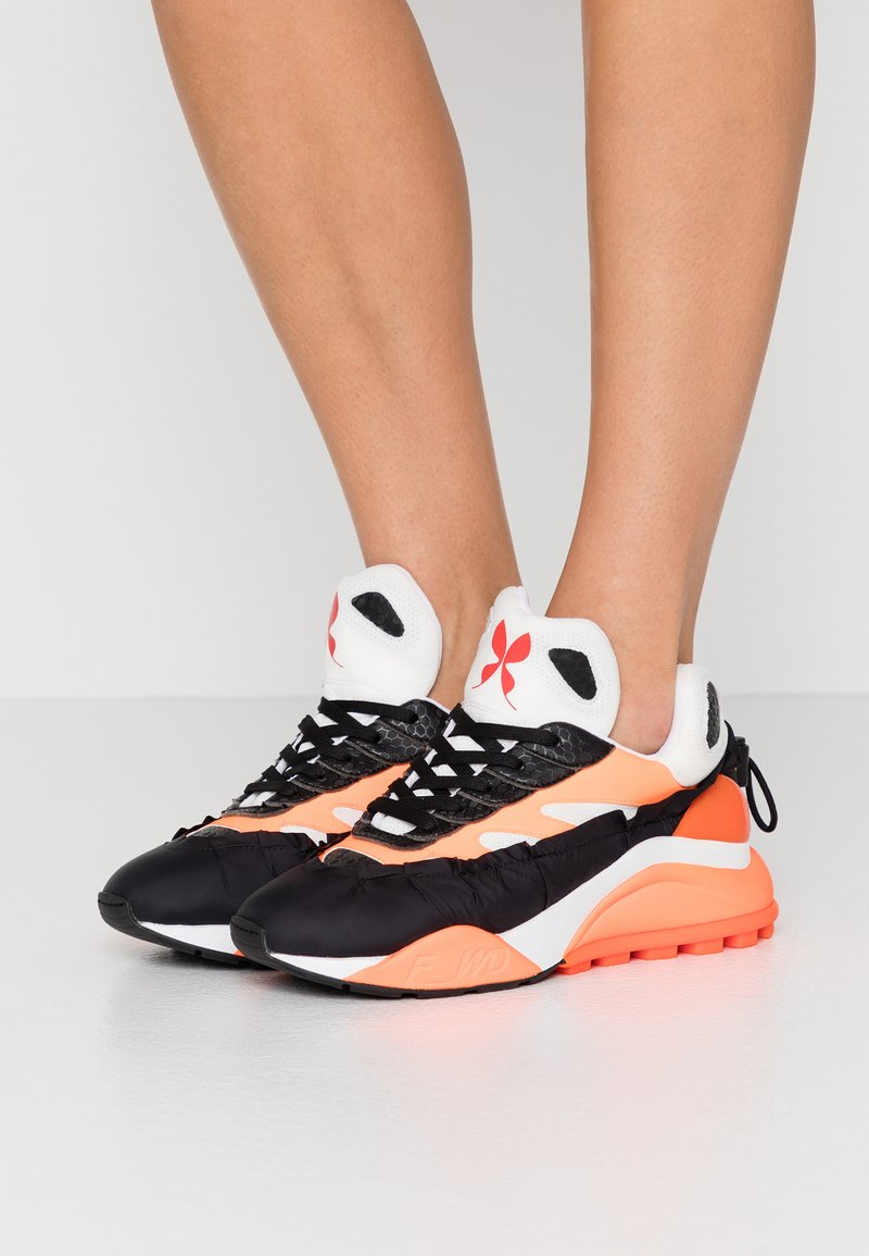 F_WD - Sneaker low - black/white/fluo orange