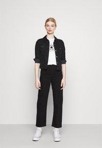 Converse - CHUCK WOMENS WANDER BOXY TEE - Print T-shirt - egret - 1