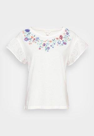 MANGA SWISS BORDADO - Camiseta estampada - sand