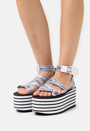 Sandály na platformě - bianco