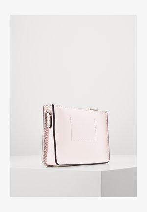 CROSSBODY CHAIN - Across body bag - pink