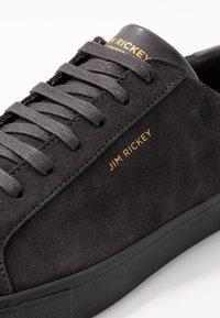 Jim Rickey - CHOP - Sneakers - shark - 5