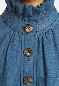 Tory Burch - RUFFLE NECK BLOUSE - Blouse - blue - 6