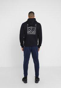 The North Face - HIGHEST PEAKS HOODIE - Bluza z kapturem - black - 2