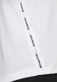 Tommy Hilfiger - TAPE  - Print T-shirt - white - 5
