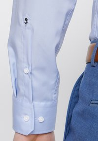 Seidensticker - SLIM SPREAD KENT PATCH - Formal shirt - hellblau - 6
